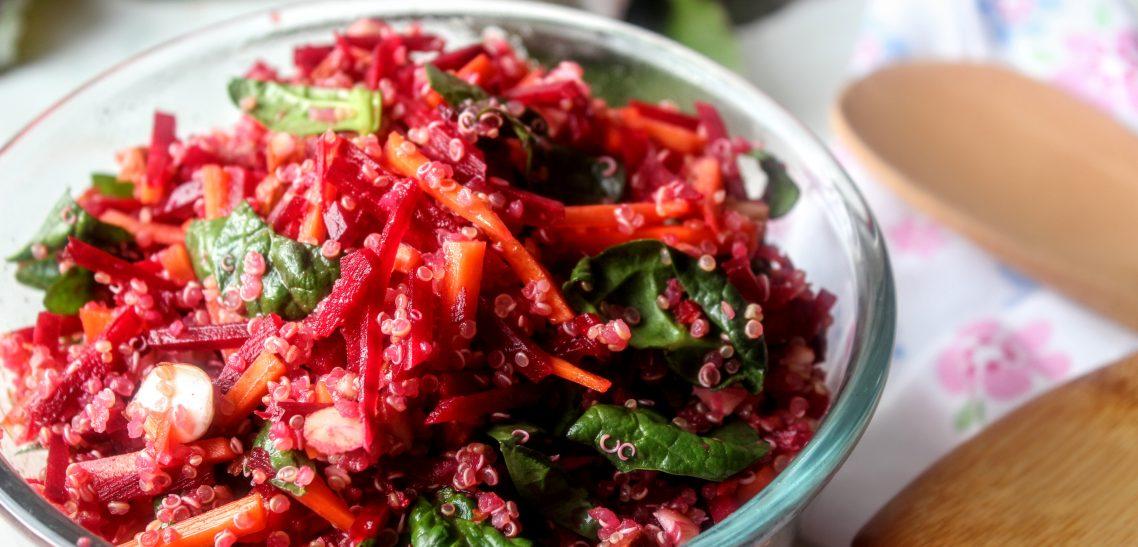 Cékla-sárgarépa-spenót saláta quinoa-val