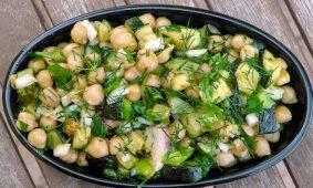 Kapros cukkini saláta csicseriborsóval