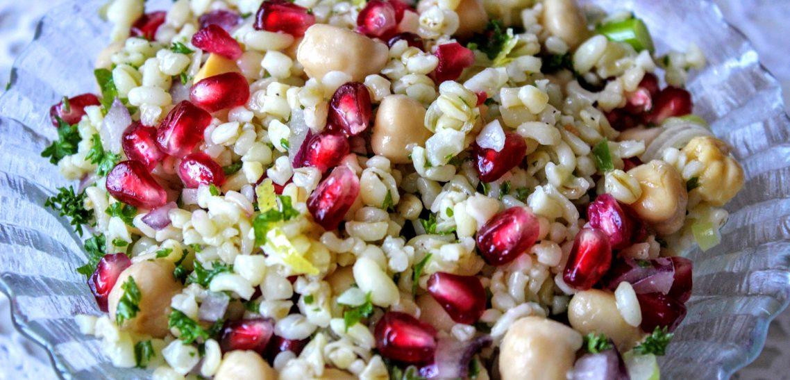 Csicseriborsós bulgur saláta