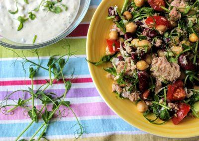 tonhal saláta korianderes joghurtos öntettel