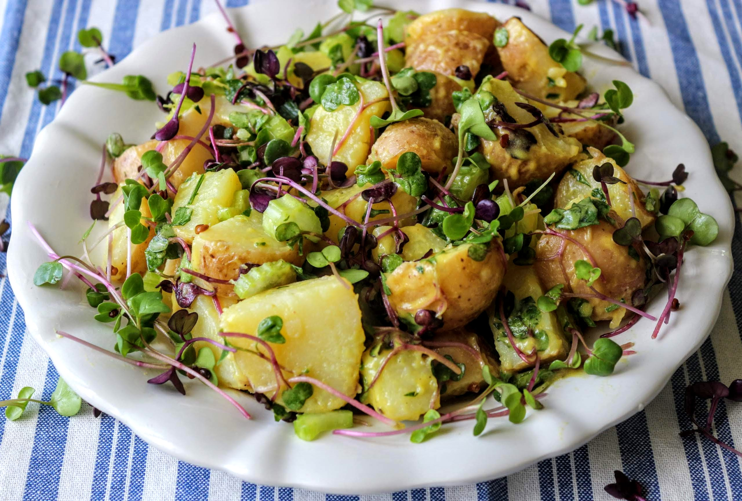 Burgonya saláta retekkel mustáros öntettel