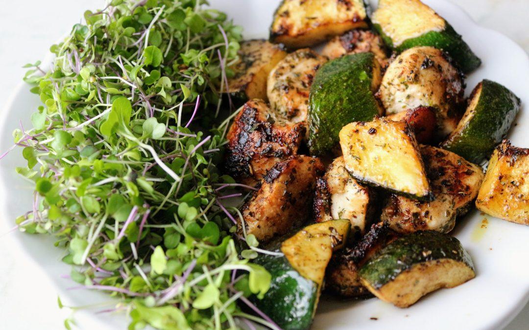 Csirke és cukkini kockák görögösen
